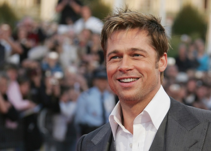"DEAUVILLE, FRANCE - SEPTEMBER 03: U.S Actor Brad Pitt poses as he arrives to attend the premiere for "" The Assassination Of Jesse James "" during the 33rd Deauville American Film Festival, on september 03rd, 2007 in Deauville , France. (Photo by Gilbert Garrigue/WireImage)"