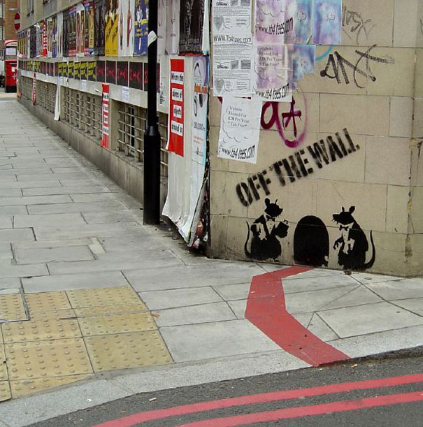 banksy-graffiti-street-art-rat-off-the-wall