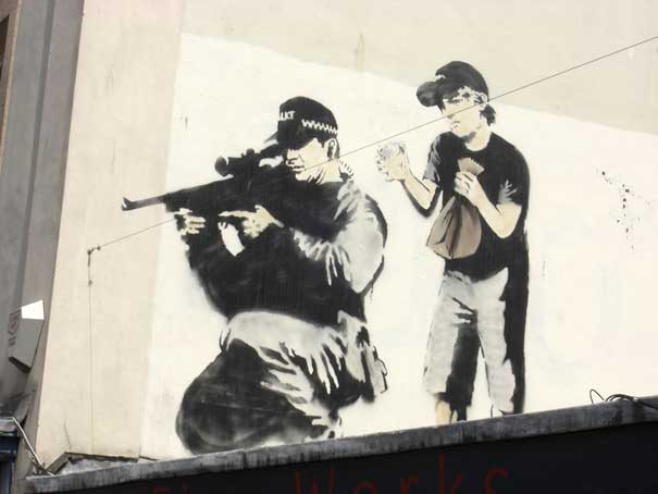 banksy-graffiti-street-art-sniper-and-boy