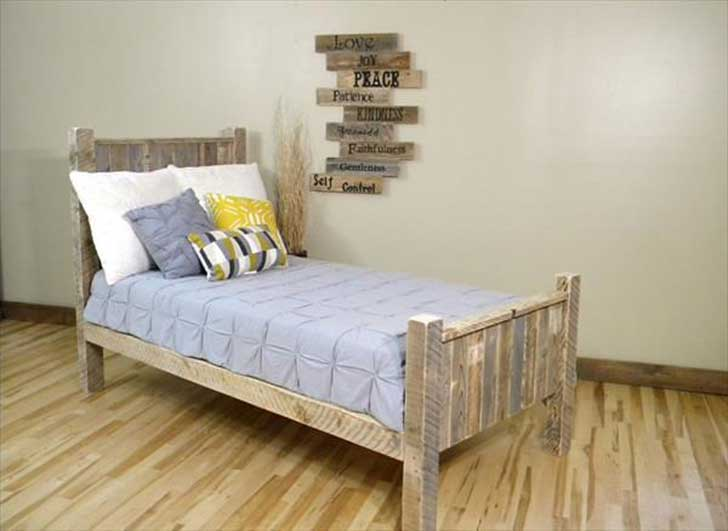 Creatively-Recycling-Ideas-Top-20-DIY-Pallet-Beds-homesthetics-22