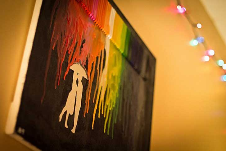 Extremely-Smart-DIY-Melted-Crayon-Wall-Art-Project-homesthetics-9