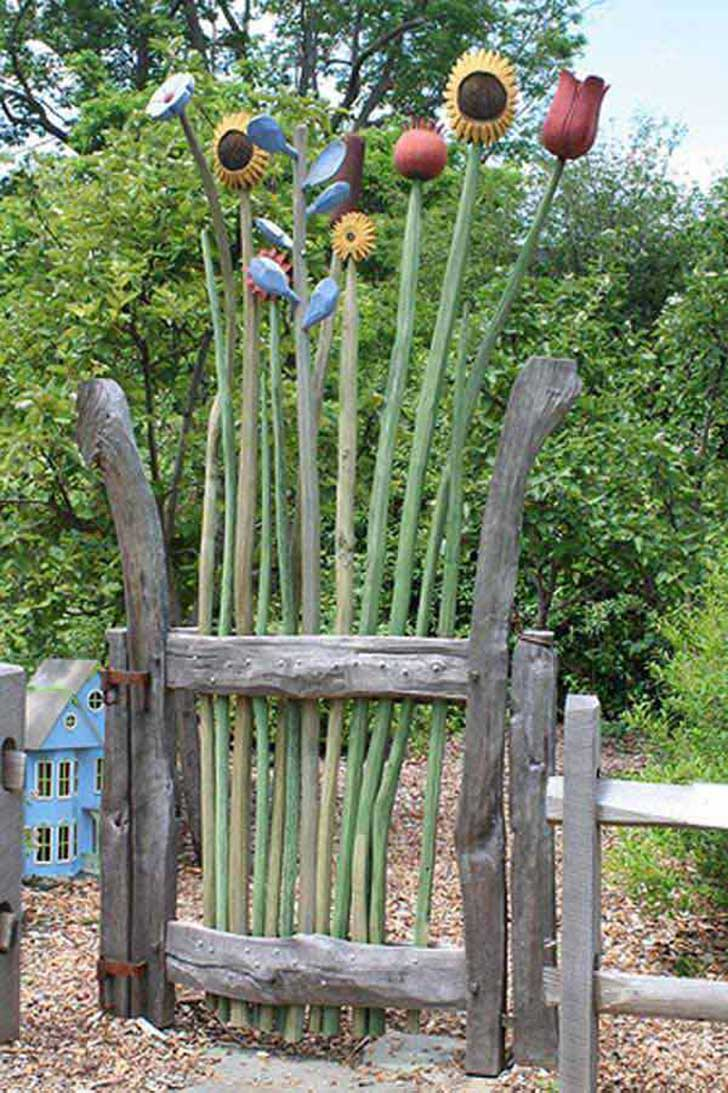 22-Insanely-Charming-Garden-Gate-DIY-Projects-Protecting-Greenery-in-Style-usefuldiyprojects.com-outdoor-space-decor-16