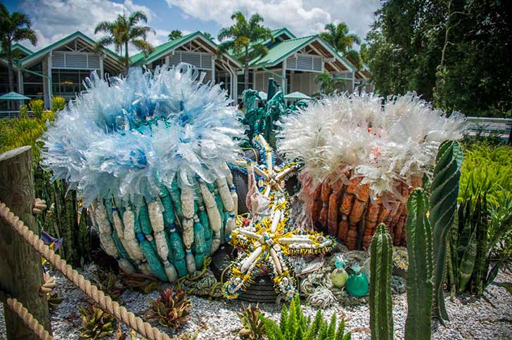 13-Sculptures-Made-of-Beach-Waste-That-Will-Make-You-Reconsider-Your-Plastic-Use6__880