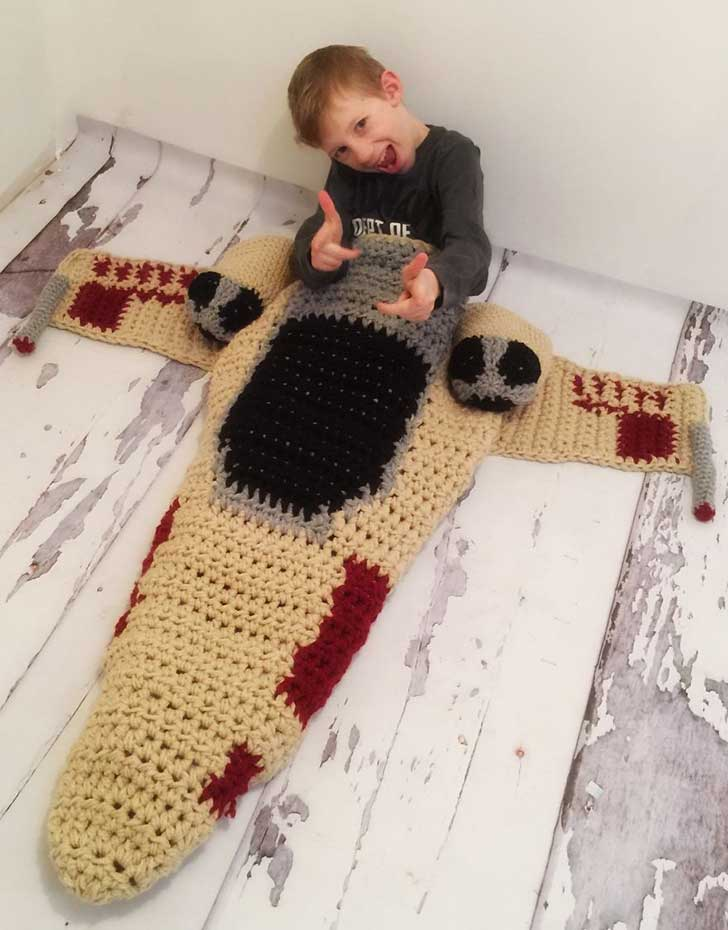crocheted-x-wing-starfighter-blanket-that-i-made-to-keep-the-force-warm-2__880