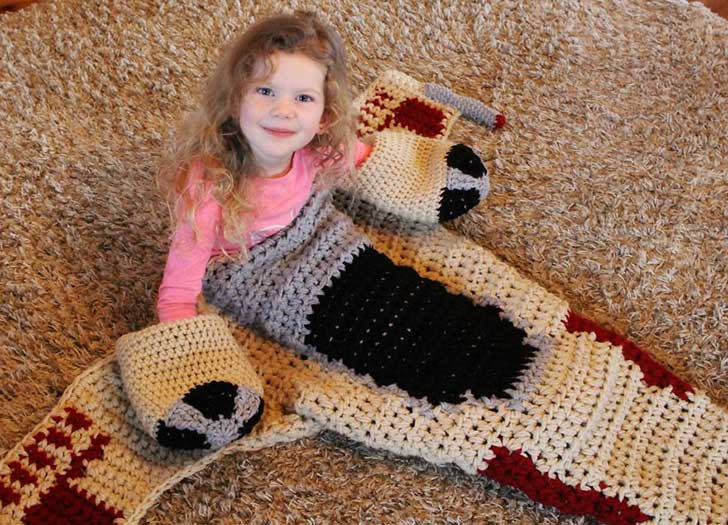 crocheted-x-wing-starfighter-blanket-that-i-made-to-keep-the-force-warm-5__880