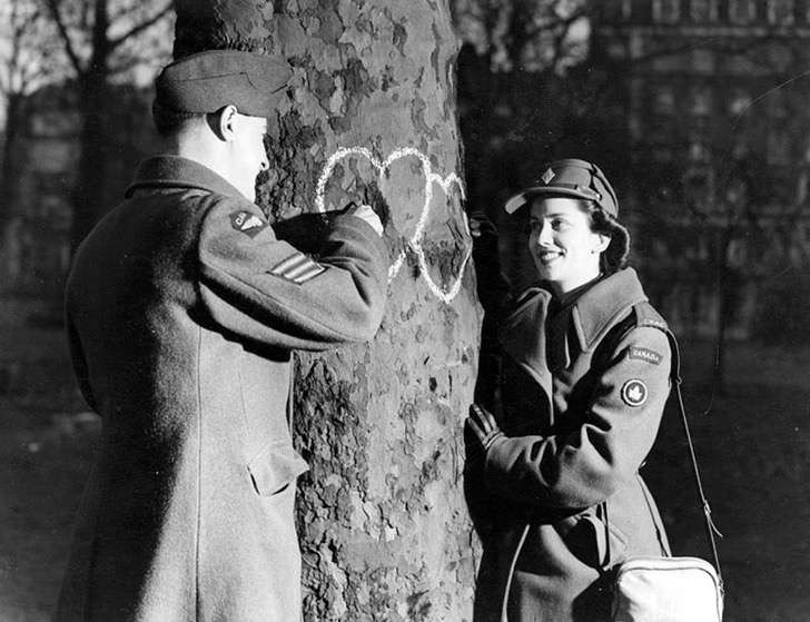old-photos-vintage-war-couples-love-romance-30-5732dc02f1cc8__880 2