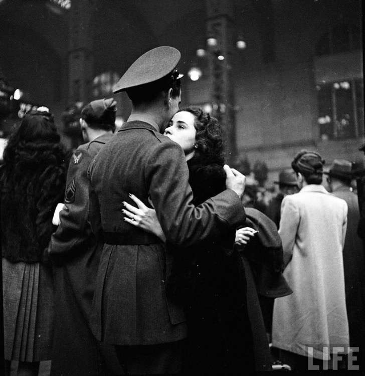 old-photos-vintage-war-couples-love-romance-49-57347e42ad1df__880 2