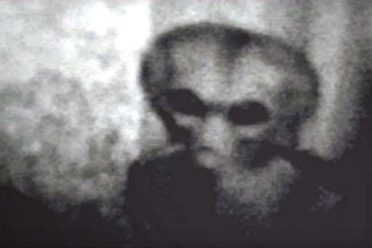 1453361160_several-people-have-seen-aliens 2