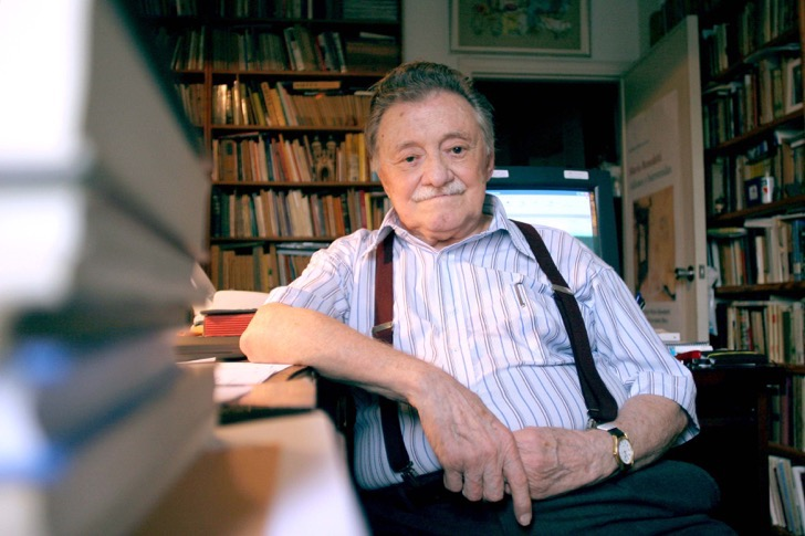 """FILE - Uruguayan writer Mario Benedetti poses at his home in Montevideo on January 7, 2007. Benedetti died on May 17, 2009 at the age of 88 as a consequence of an intestinal disease. Born in 1920, Benedetti has written tales, poems, essays, theatre and novels and is one of Latin America's best known writers. The Argentine film based on his novel """"La Tregua"""" (The Truce) was nominated for an Oscar in 1974 for Best Foreign Language Film, while singers such as Spanish Joan Manuel Serrat and Uruguayan Daniel Viglietti have sung his poems. AFP PHOTO/PABLO BIELLI"""