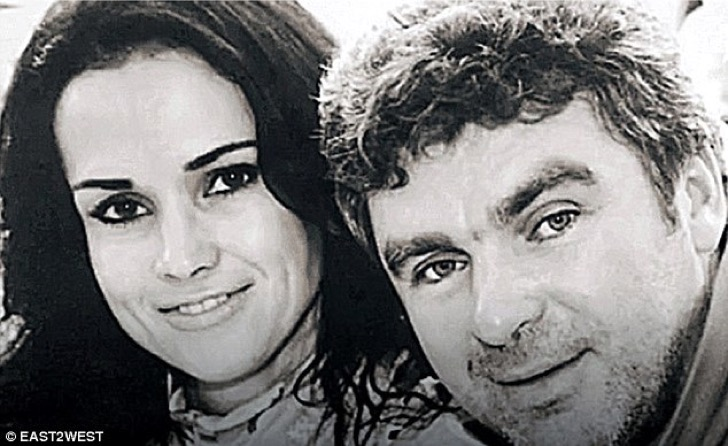 3993b60c00000578-3858512-the_couple_are_pictured_here_in_happier_times_the_court_verdict_-a-5_1477062720701