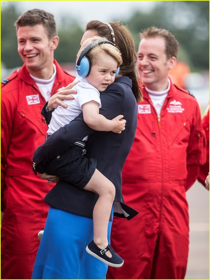 kate-middleton-prince-george-share-cute-moments-at-royal-air-show-32