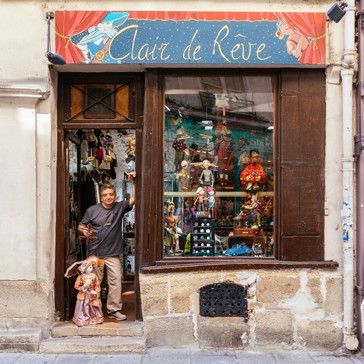 storefronts-paris-re-tale-Pixartprinting-sebastian-Erras-11