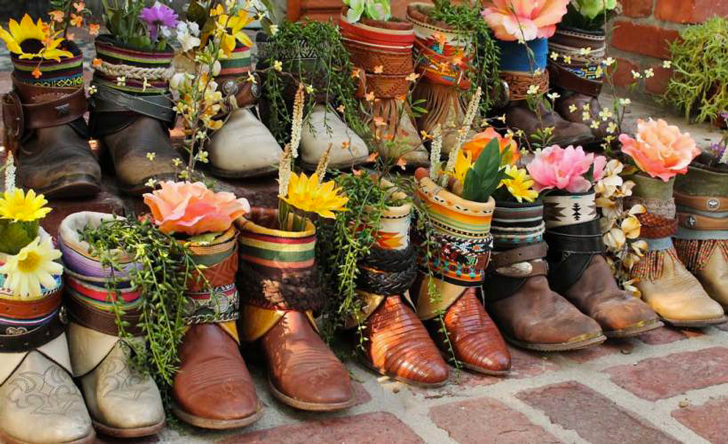 planting-happiness-urban-gardening-2013-reuse-old-shoes-as-planters