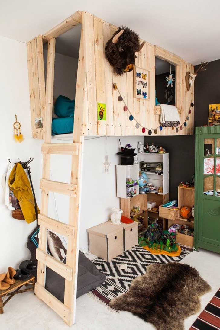 Creatively-Recycling-Ideas-Top-20-DIY-Pallet-Beds-homesthetics-16