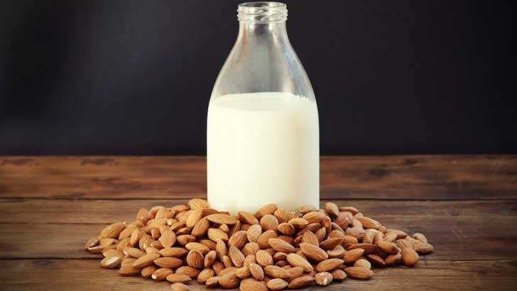 Ya puedes preparar tu propia leche de almendras